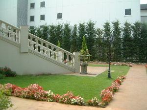 トワイライトウェディングも楽しめる英国式ガーデン
